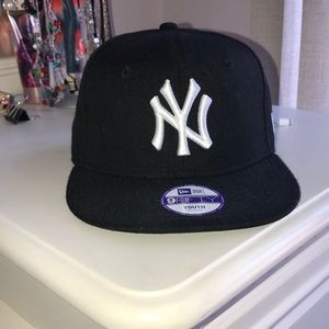 Girls New Era 59fifty Yankees cap gymnast logo